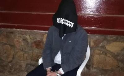 HOY / Excónsul detenido con 67 panes de marihuana: usó logotipo diplomático para zafar