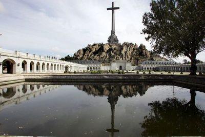 F. Franco: Del mausoleo a la fosa