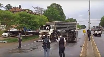 Accidente de tránsito involucra a chofer de IPS e hijo de diputado