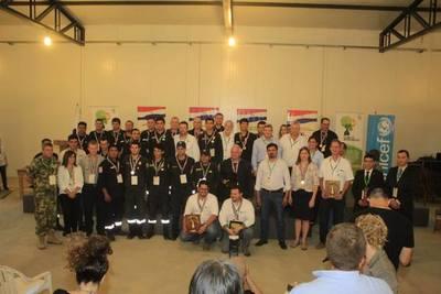 Brindan reconocimiento a combatientes de incendios y líderes del desarrollo
