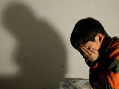 Entre tres abusaban de dos niños en un lavadero