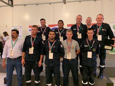Bomberos son reconocidos por su labor en control de incendios