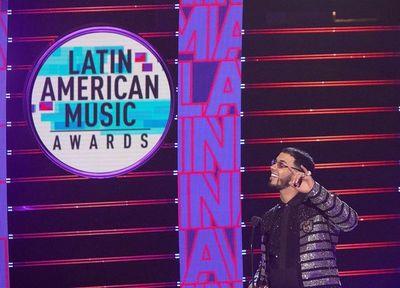 Anuel AA resalta la importancia del reguetón en los Latin AMA con 5 premios