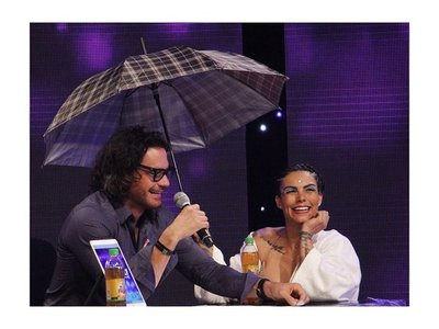 """Paloma sufrió una caída en el baile """"bajo la lluvia"""""""