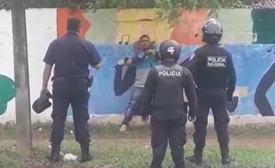 Indigena que amenazaba con machetes a transeúntes es detenido