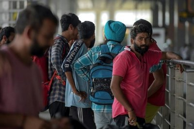 """México deporta a más de 300 ciudadanos indios en medida """"sin precedentes"""""""