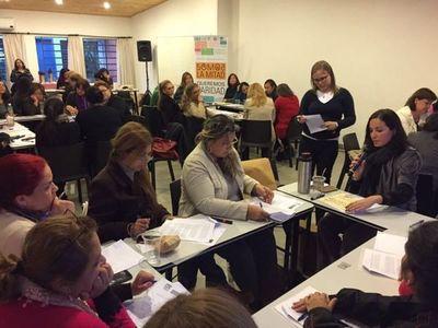 Más mujeres en los cargos bajos, pero no llegan a los cargos altos