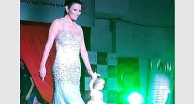 Luana Chamorro volvió a desfilar y lo hizo con su hija