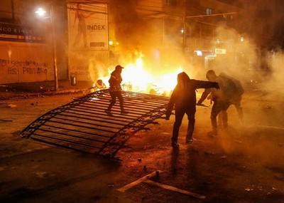 Tres muertos en disturbios en Santiago de Chile