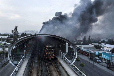 Los daños en el Metro de Santiago superan los USD 300 millones