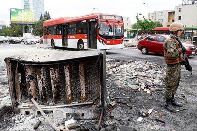 Muertes, saqueo y violencia tras protestas en Chile