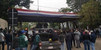 HOY / Sindicalistas de ANDE protestan por recorte de presupuesto