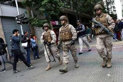 Sin subte y en medio de los escombros, miles de chilenos se movilizaron con dificultad hacia sus trabajos