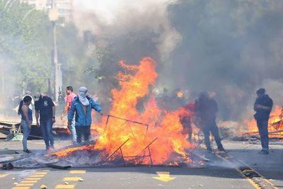 Universitarios paraguayos en Chile volverán tras perderse un congreso por las protestas violentas