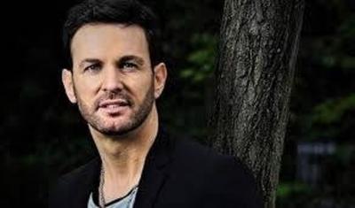 HOY / El cantautor Axel Fernando   denunciado por abuso sexual, reflotan un 'incómodo' video