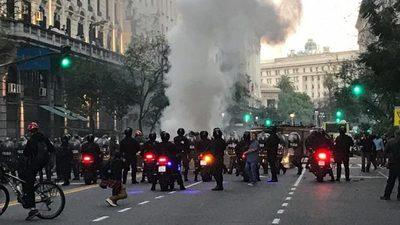 Consulado de Chile en Buenos Aires: Agresiones, corridas y fuego en el subte