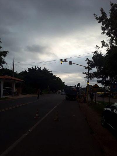A cuatro días de estar instalados, semáforos aún funcionan en Horqueta