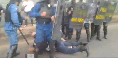 Jardín Botánico: Intenso enfrentamiento entre policías y manifestantes deja heridos