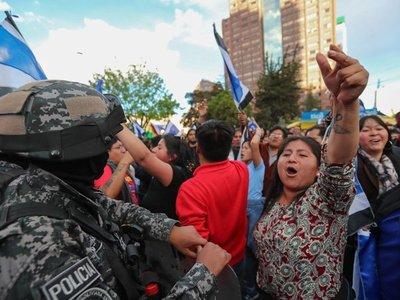 Adeptos de Mesa y Morales se enfrentan por recuento de votos
