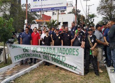 Gobierno logra desactivar huelga de guardiacárceles