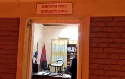 Detienen a policía por falsificación de documento