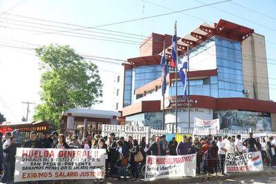 Atenderán solo casos urgentes durante huelga en el Registro Civil