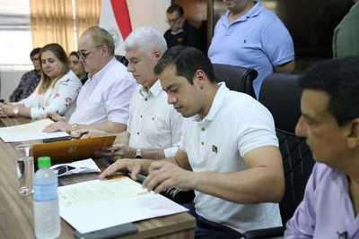 Firman convenio para traer obras al Este del país