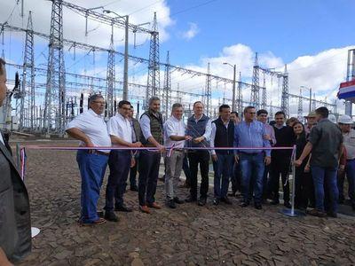 Escrachan a Mario Abdo en Alto Paraná en acto oficial