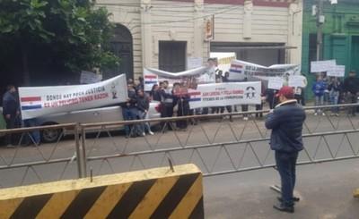 Manifestación de coreanos fue sin coreanos
