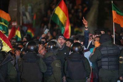 Pueblo boliviano, molesto ante manejos sospechosos en conteo electoral