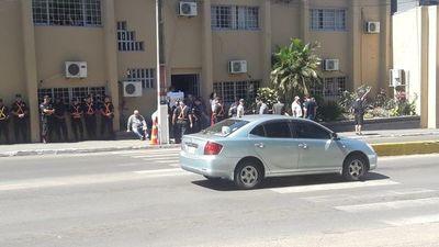 Ediles intentaron sesionar en la comisaría y fueron echados
