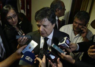 """""""Mi compromiso es hablar con todas las autoridades nacionales"""", dice Acevedo tras reunirse con diputados de HC"""