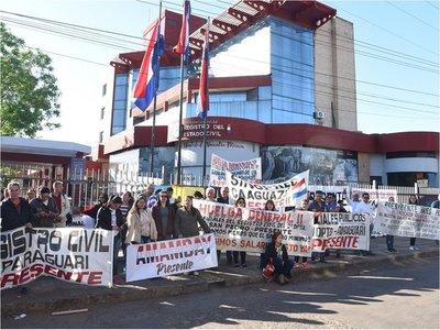 Funcionarios del Registro Civil inician huelga