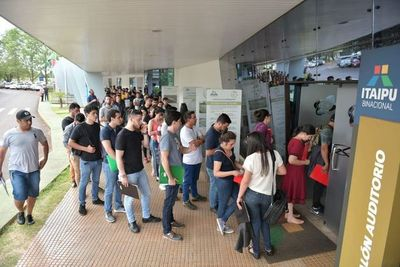 "Contratados de Itaipú buscan ""blanqueo"" a través de concurso"