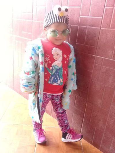 Con la esperanza de recuperar la vista, la pequeña Luana viaja a China