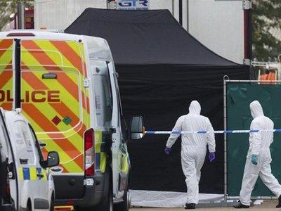 Hallan 39 cadáveres en el contenedor de un camión en Inglaterra