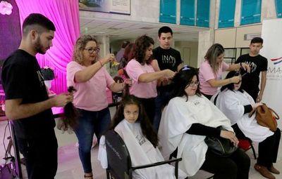 Octubre Rosa: Mujeres donaron cabello para confeccionar pelucas