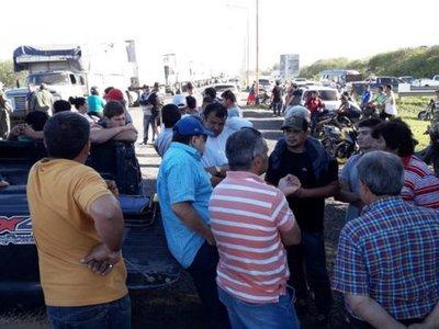 Clorinda: Productores cierran ruta contra medidas paraguayas
