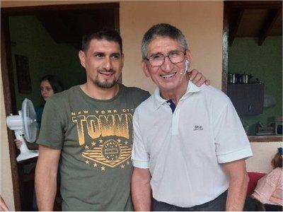 Un emotivo reencuentro de un papá y su hijo conmueve a internautas