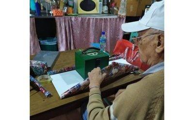 Abuelito cargó una alcancía por años para regalársela a su nieta al cumplir 15