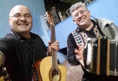 Rateros dejan sin guitarra a Crescencio Ruiz