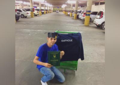 De empaquetador de supermercado a licenciado en Enfermería