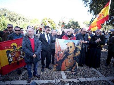 Restos de Franco llegan a El Pardo para entierro definitivo