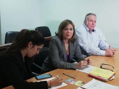 Jueza rechaza permiso para trabajar solicitado por González Daher