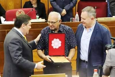 Homenaje al arpista luqueño Digno García en el Senado •