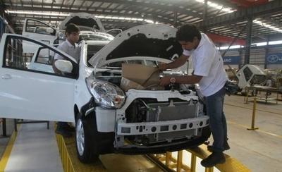 HOY / Paraguay firma acuerdo de libre comercio automotriz con Argentina