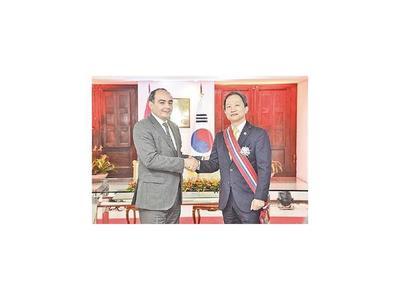 Paraguay reconoce ayuda de Corea  y labor de  embajador