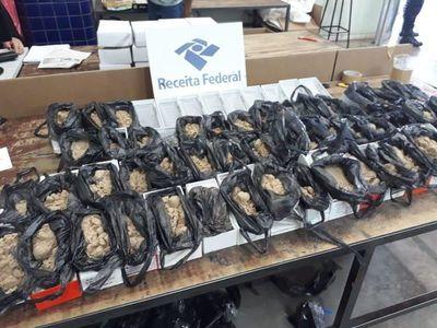 Agentes Federales de Foz encontraron arena en cajas de celulares