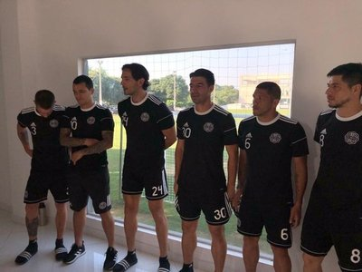 Futbolistas de Olimpia expresan apoyo a colegas de General Díaz