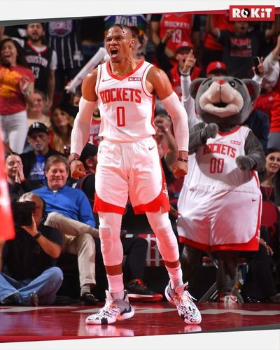 Westbrook suma otro triple-doble y supera a Magic